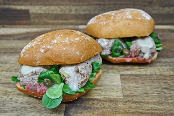 Das Altberliner Königsberger-Klopse-Sandwich von Pannek seine Budike Catering