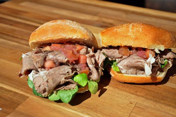 Das Rinderbrust-Sandwich von Pannek seine Budike Catering